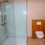 Bautag 119 - 22.11. - Duschverglasung und Toilettenverkleidung